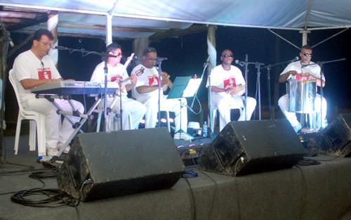 Os músicos fizeram sucesso nas apresentações realizadas em janeiro e estão de volta para levar música instrumental de qualidade aos veranistas do Farol de São Tomé (Foto: Divulgação)