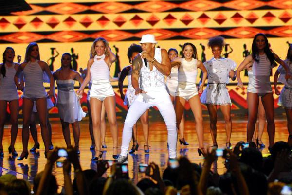 Léo Santana e companhia estarão no palco da Aldeia do Sol, na sexta-feira de Carnaval (04 de março), a partir das 23h (Foto: Divulgação)